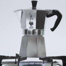 Nấu cà phê với ấm cà phê Bialetti Moka Express