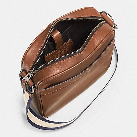 Túi có nhiều ngăn bên trong thích hợp cho việc đựng các vật dụng cá nhân và dụng cụ học tập