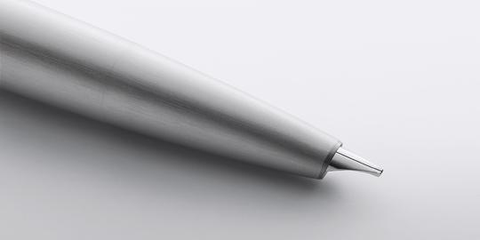 Ngòi bút thiết kế tinh sảo và mạ vàng 14k làm cho bút Lamy 2000 Fine Nib Fountain Pen thêm phần đẳng cấp và sang trọng