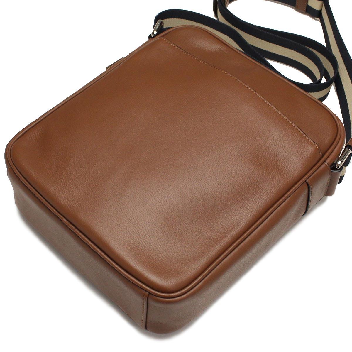 Túi Coach F54782 CWH màu cà phê sữa sử dụng chất liệu da cao cấp giúp bề mặt sản phẩm đẹp hơn, bền hơn