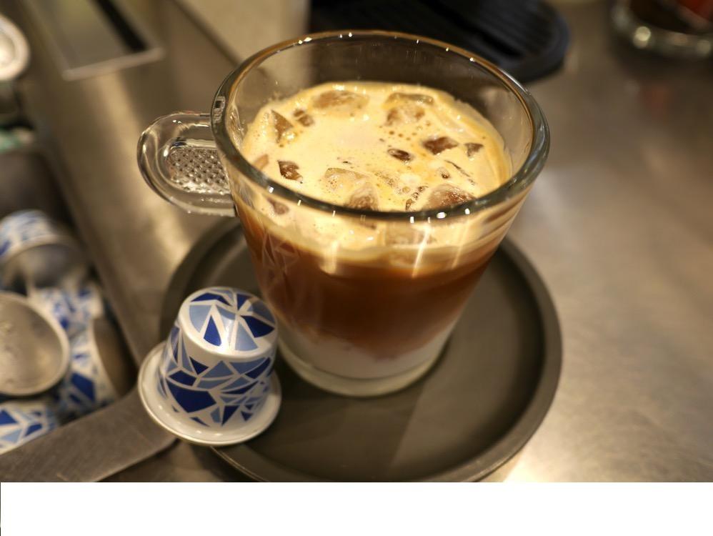 Viên nén cà phê Nespresso INTENSO ON ICE giúp bạn khởi đầu một ngày mới đầy năng động và sáng tạo.
